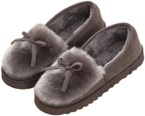 A Pair Of Winter Woman Slippers