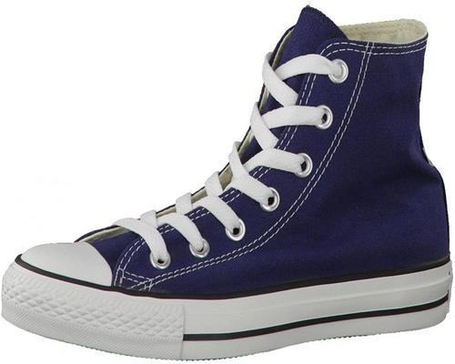 ein Korb Converse Chuck Taylor All Star Core Hallo