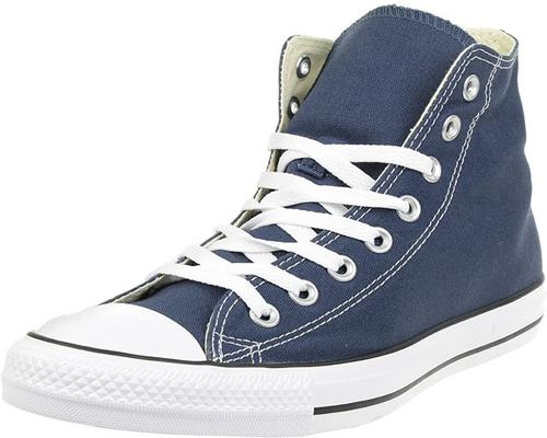 ein Paar Converse Chuck Taylor All Star Core Hi Sneakers