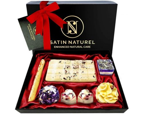 An Organic Bath Bombs Box