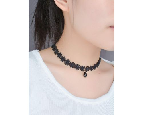 A Black Flower Choker Necklace